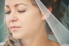 Schließen Sie oben von der jungen Braut lizenzfreie stockbilder