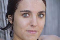 Schließen Sie oben von der jungen Frau lizenzfreie stockfotografie