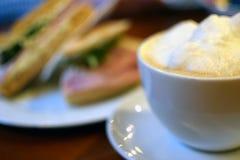 Schließen Sie oben von der Kaffeetasse stockfotografie