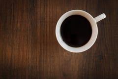 Schließen Sie oben von der Kaffeetasse von oben Stockbilder