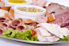 Schließen Sie oben von der kaltes Fleisch-Lebesmittelanschaffung-Mehrlagenplatte Lizenzfreie Stockfotos