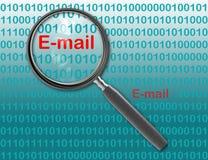 Schließen Sie oben von der Lupe auf E-Mail Lizenzfreie Stockfotos