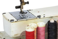 Schließen Sie oben von der Nadel und vom Fuß der alte Weinlese-Nähmaschine Lizenzfreies Stockbild