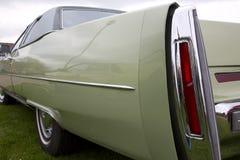 Schließen Sie oben von der Rückseite eines alten amerikanischen Autos Lizenzfreie Stockfotografie