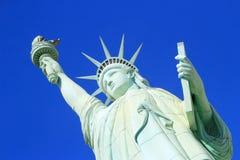 Schließen Sie oben von der Replik des Freiheitsstatuen, New York - New York ho lizenzfreie stockbilder