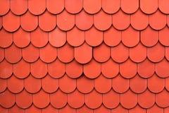 Schließen Sie oben von der roten Dachbeschaffenheitsfliese für Hintergrund Stockfoto
