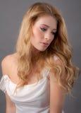 Schließen Sie oben von der schönen jungen Frau Stockfoto