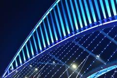 Schließen Sie oben von der schiefen Brücke, die durch LED-Lichter belichtet wird lizenzfreies stockfoto