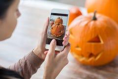 Schließen Sie oben von der Steckfassung-Olaterne oder von Halloween-Kürbis Lizenzfreies Stockbild