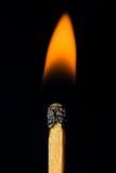 Schließen Sie oben von einem brennenden Match Stockfotos