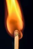 Schließen Sie oben von einem brennenden Match Lizenzfreie Stockfotografie