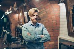 Schließen Sie oben von einem erstaunlichen Blick eines roten bärtigen blonden Kerls mit tren Lizenzfreie Stockfotografie