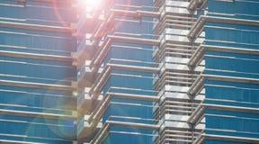 Schließen Sie oben von einem modernen Geschäftsgebäude Lizenzfreie Stockfotografie