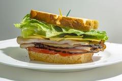 Schließen Sie oben von einem Sandwich auf der Seite auf Augenhöhe ohne Ansicht von Stockbild