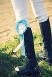 Schließen Sie oben von einem Sieger ` s Band von einem Reiterwettbewerb Lizenzfreies Stockfoto