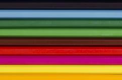 Schließen Sie oben von einem Stapel horizontalen Bleistiftzeichenstiften Stockfoto