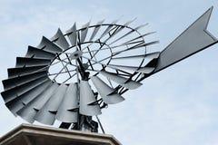 Schließen Sie oben von a einer Wasserpumpenwindmühle Stockfotografie