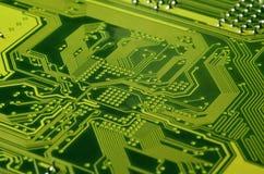 Schließen Sie oben von farbiger Mikroleiterplatte Abstrakter Technologie-Hintergrund Computermechanismus im Detail stockfotos