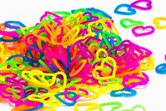 Schließen Sie oben von Farbvollem elastischem Liebesherzformwebstuhl-Bänder rainb Lizenzfreie Stockbilder