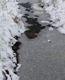 Schließen Sie oben von gefrorener Grabung an einem kalten Wintertag im Bezirk emsland Deutschland lizenzfreies stockfoto