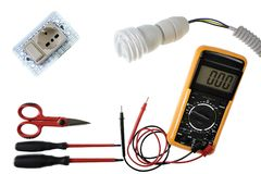 Schließen Sie oben von oben genanntem von den Arbeitswerkzeugen und -komponenten für elektrische Installationen, lokalisiert auf  Stockbild