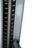 Schließen Sie oben von getrenntem Sphygmomanometer mit clippi lizenzfreie stockbilder