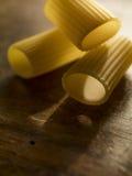 Schließen Sie oben von italienischen rigatoni Teigwaren Stockbilder