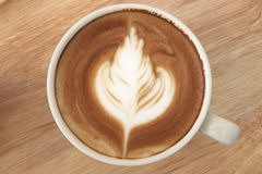 Schließen Sie oben von Kaffee Latte auf die Oberseite, Tasse Kaffee lizenzfreies stockfoto