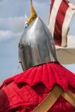 Schließen Sie oben von Knight& x27; s-Silber-Sturzhelme Stockfotos