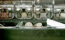 Schließen Sie oben von Münzenmaschinen-Mechanismen lizenzfreie stockfotos