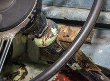 Schließen Sie oben von Rusted Weinlese-Lenkrad Lizenzfreie Stockfotos