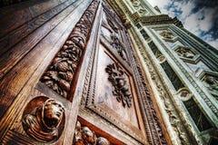 Schließen Sie oben von Santa Croce-Haustür in Florenz Lizenzfreies Stockbild