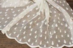Schließen Sie oben von schönem weißem Tulle Bloße Vorhang-Gewebe-Probe Beschaffenheit, Hintergrund, Muster Ist hier ein Foto von  Stockfotografie