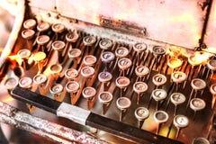 schließen Sie oben von Schreibmaschinenweinleseretro- angeredet lizenzfreies stockfoto