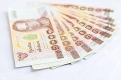Schließen Sie oben von tausend Thailand-Badbanknoten auf weißem backgr Lizenzfreies Stockfoto