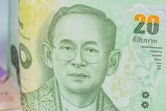 Schließen Sie oben von Thailand-Währung, thailändischer Baht mit den Bildern von Thailand-König Bezeichnung von 20 Baht Stockbilder