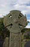 Schließen Sie oben von verwittertem keltischem Kreuz Stockfoto