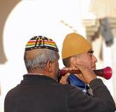 Schließen Sie oben von zwei traditionellen marokkanischen Musikern Stockfotos