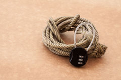 Schließen Sie Passwort mit Seil zu Stockfotos