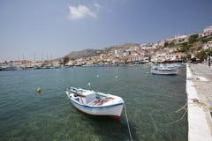 Schließen Sie in Pythagorio in Griechenland - Insel Samos an den Port an Lizenzfreie Stockbilder