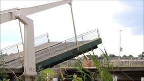 Schließend Zugbrücke in Nord-Deutschland stock video footage