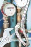 Schließt Klempnerarbeitinstallationen an Stockfotos