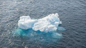 Schließen Sie oben vom Eisberg in die Antarktis-Bucht lizenzfreie stockfotos