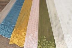 Schließen Sie oben von schönem Tulle Bloße Vorhang-Gewebe-Probe Beschaffenheit, Hintergrund, Muster Wiedergabe 3D Büroräume Weinl stockfotografie