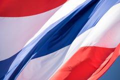Schließen Sie herauf das Fliegen des Thailand-Flaggenzusammenfassungshintergrundes Lizenzfreies Stockbild