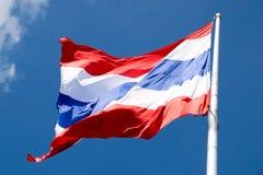 Schließen Sie herauf das Fliegen des Thailand-Flaggenzusammenfassungshintergrundes Lizenzfreie Stockbilder