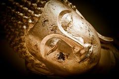 Schließen Sie herauf Gesicht von goldenem Buddha. Thailand Stockfotos