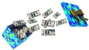 Schließen Sie herauf Schuss der Geschenkbox voll Dollarscheine, die auf Weiß lokalisiert werden Lizenzfreie Stockfotos