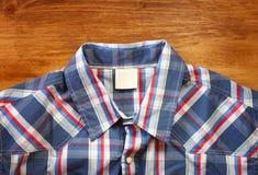 Schließen Sie oben vom männlichen Hemd der Weinlese, kariertes Muster Lizenzfreies Stockbild