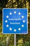 Schließen Sie oben von einem deutschen Grenzpfeiler EU (Europäische Gemeinschaft) Lizenzfreie Stockfotos